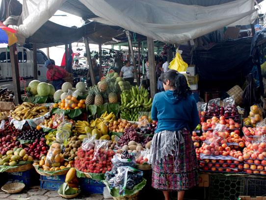 Parte del tour es realizar una visita al mercado de Antigua Guatemala. Foto: Jorge Rodríguez/Viatori