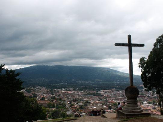 La ciudad de Antigua Guatemala, vista desde el Cerro de la Cruz. Foto: Jorge Rodriguez/Viatori