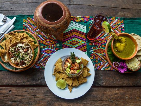 Todo lo relacionado con la cultura guatemalteca vibra de color. Foto: Cortesía Restaurante Del Arco
