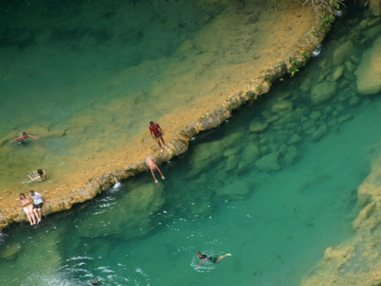Las aguas color turquesa invitan a un chapuzón. Foto: Jorge Rodríguez/Viatori