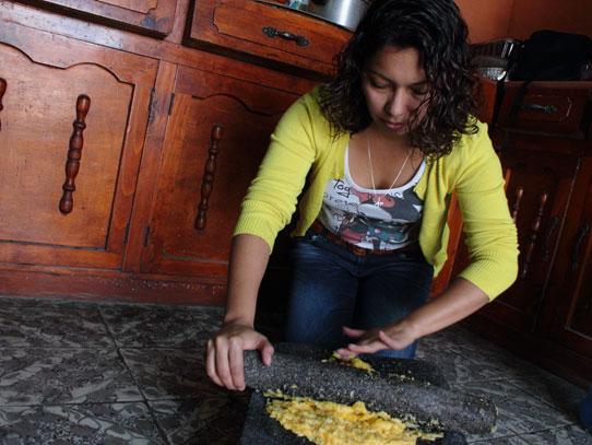 En Xela existen un tour gastronómico callejero que te permite ser el protagonista de tu propia comida. Foto: Jorge Rodríguez/Viatori