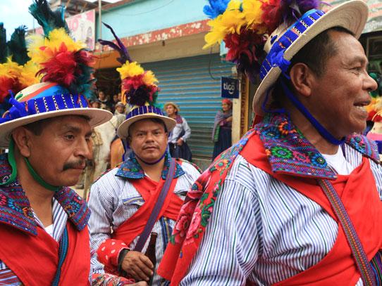 Los participantes se visten con sus mejores galas. Foto: Adrián Ramos/Inguat