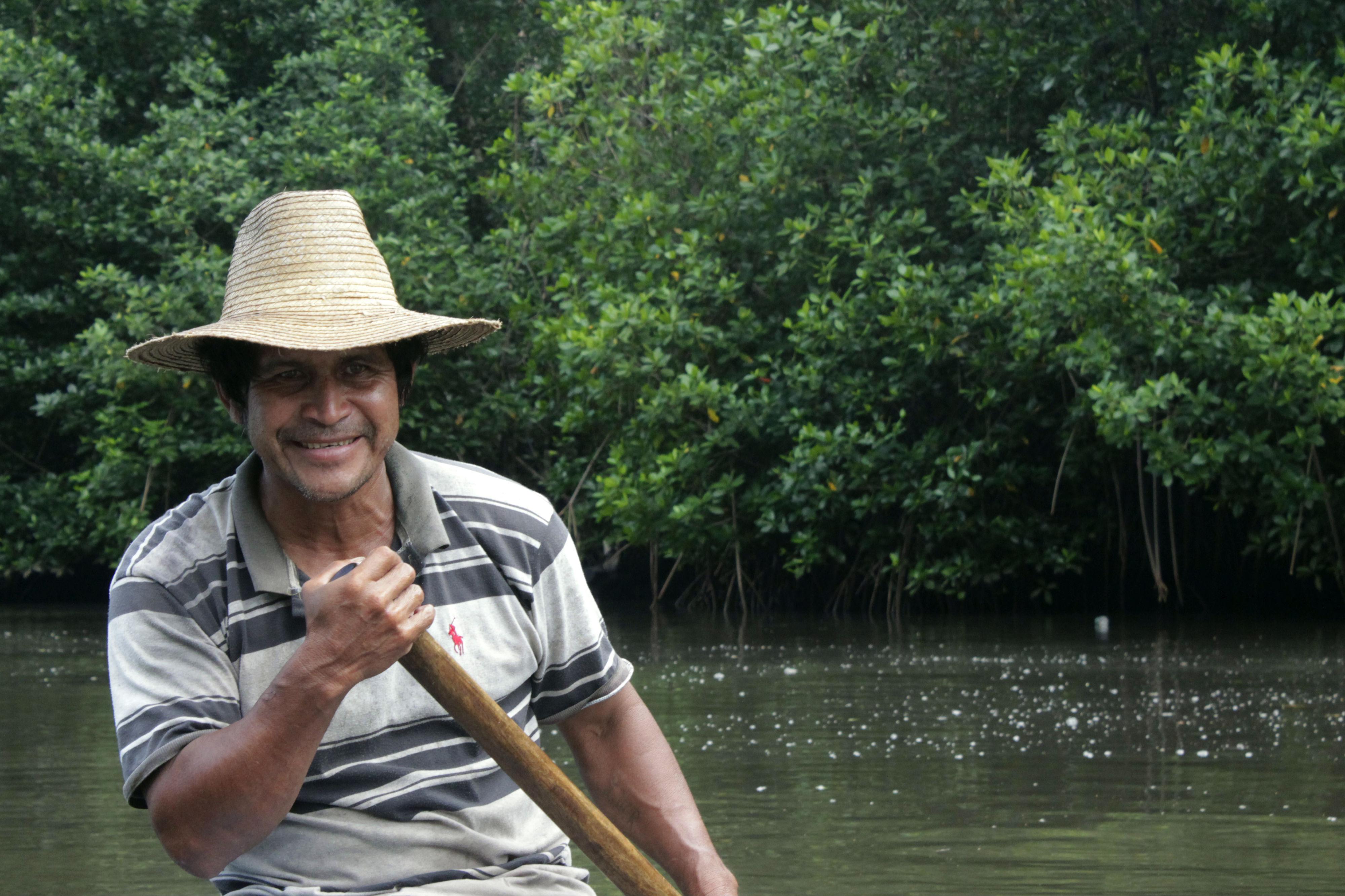 Pescador en Manchón Guamuchal